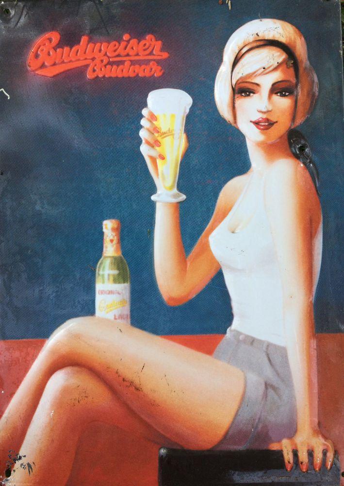 Originální plechová cedule Pivo Budweiser Budvar Žena
