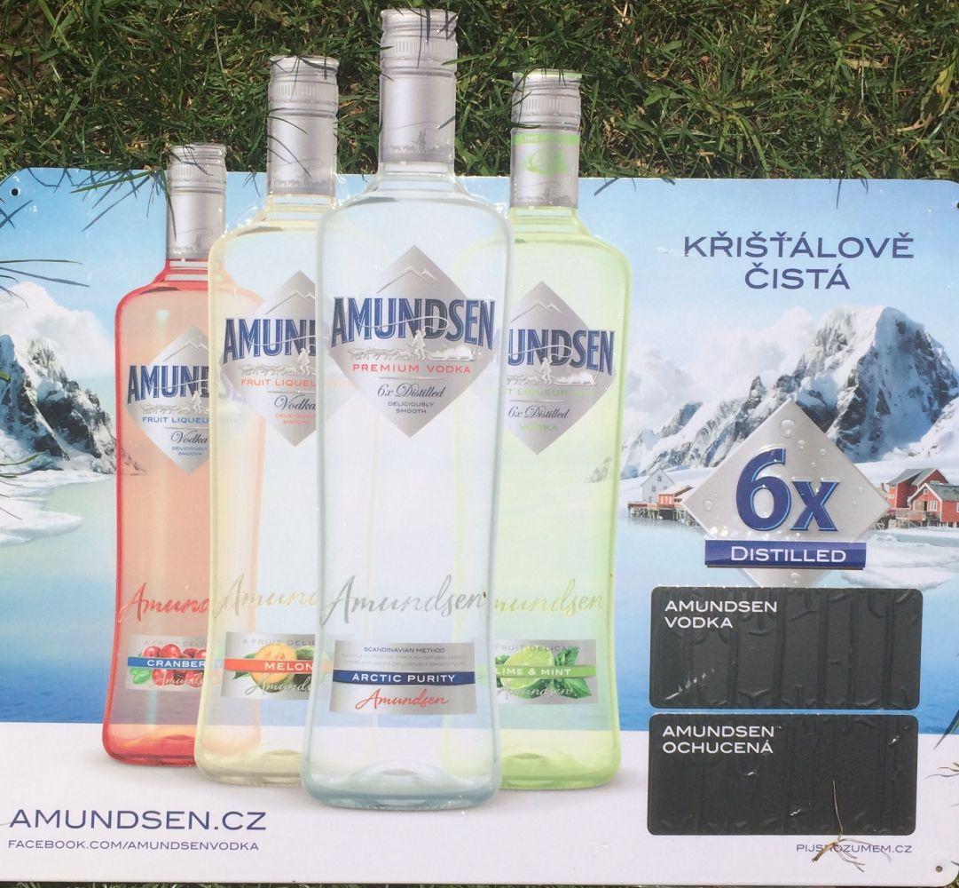 Plechová cedule vodka Amundsen láhve