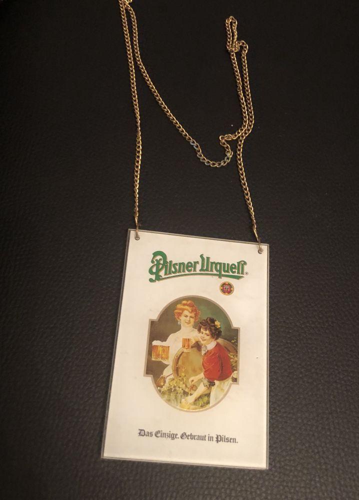 Skleněná cedulka Pilsner Urquell s řetízkem