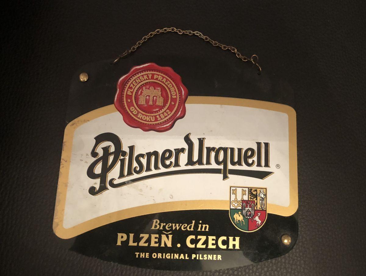 Plastová cedulka Pilsner Urquell s řetízkem